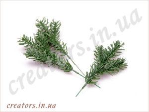 декоративная ветка хвои, зеленая