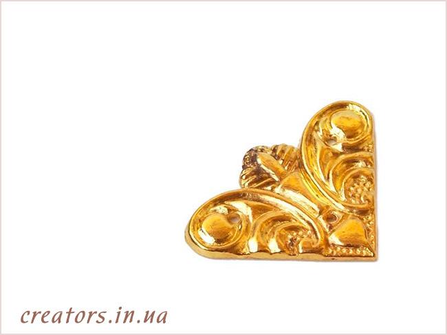 уголок литой золото
